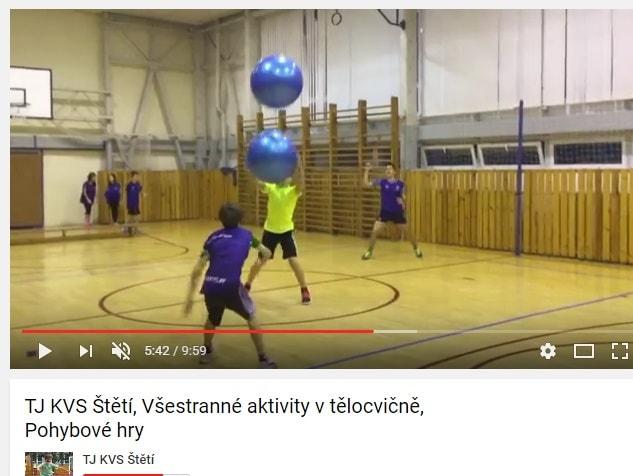 video v tělocvičně